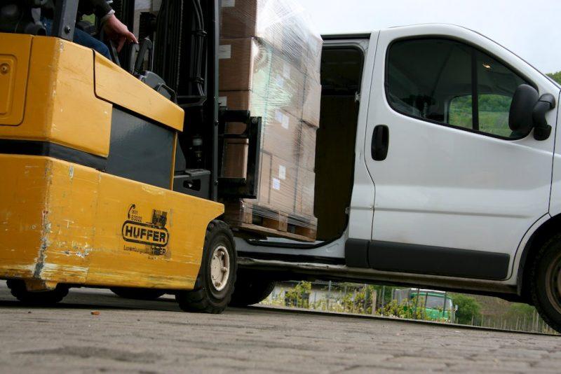Produzione espressa e trasporto etichette